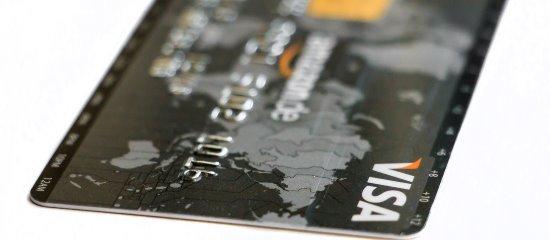 Vermeende ingenieurs op een booreiland maken vaak gebruik van fraude met een naar verluidt geblokkeerde creditcard.